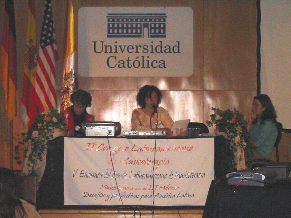 Presentación de la Lic. Alfonsina Basutto en el II Congreso Latinoamericano de Musicotearapia